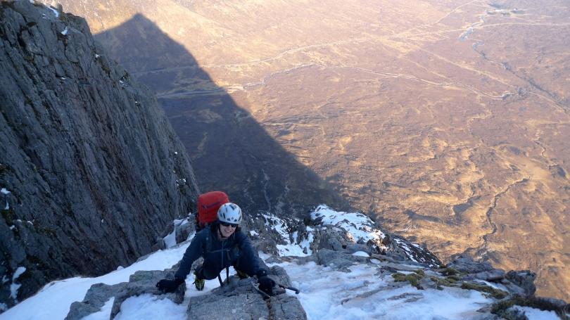 Kasia enjoying alpine weather, good neve and great views on Curved Ridge on the Buachaille, Glencoe