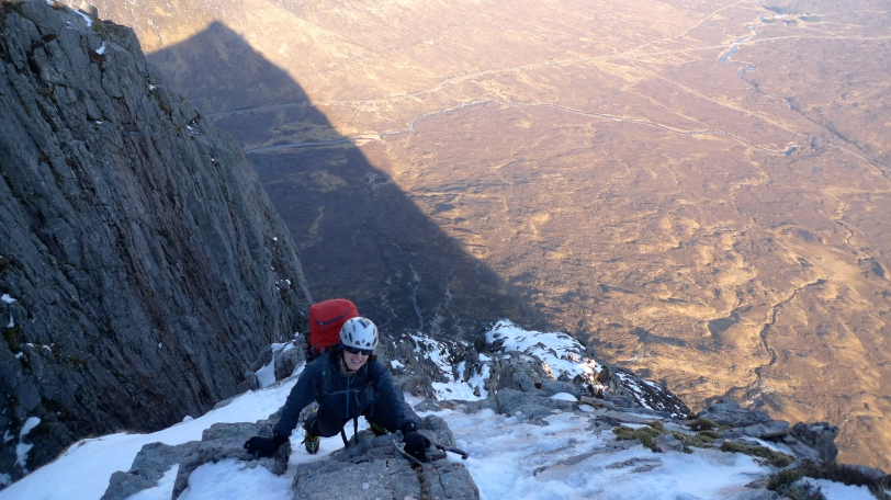 Kasia enjoying alpine weather, good neve and great views on Curved Ridge on the Buachaille, Glencoe