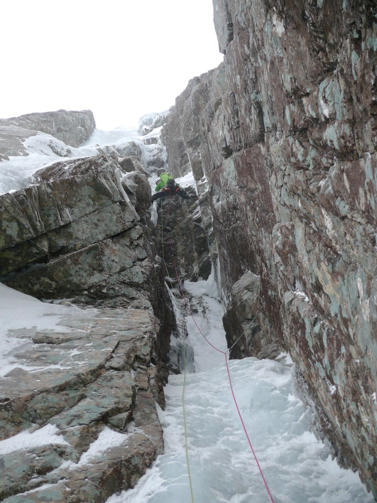 Mid crux on the second pitch of Minus 1, Gully Ben Nevis.