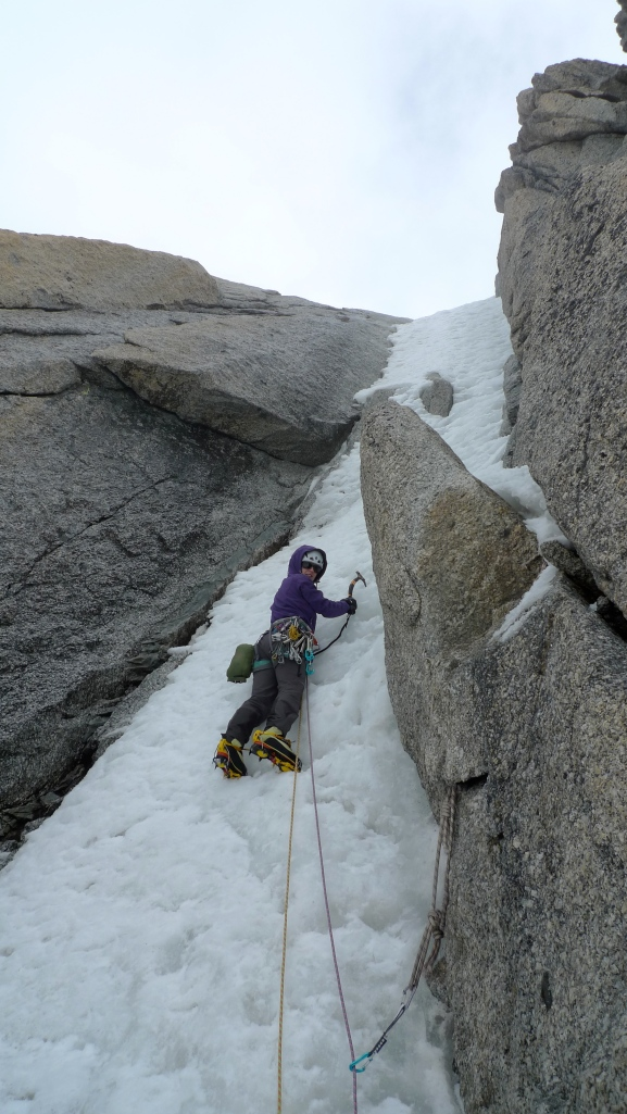 Kasia Baldwin using the Edelrid 19G Quickdraws on more technical ground whilst leading the crux pitch of Mt Blanc du Tacul's Chere Couloir.