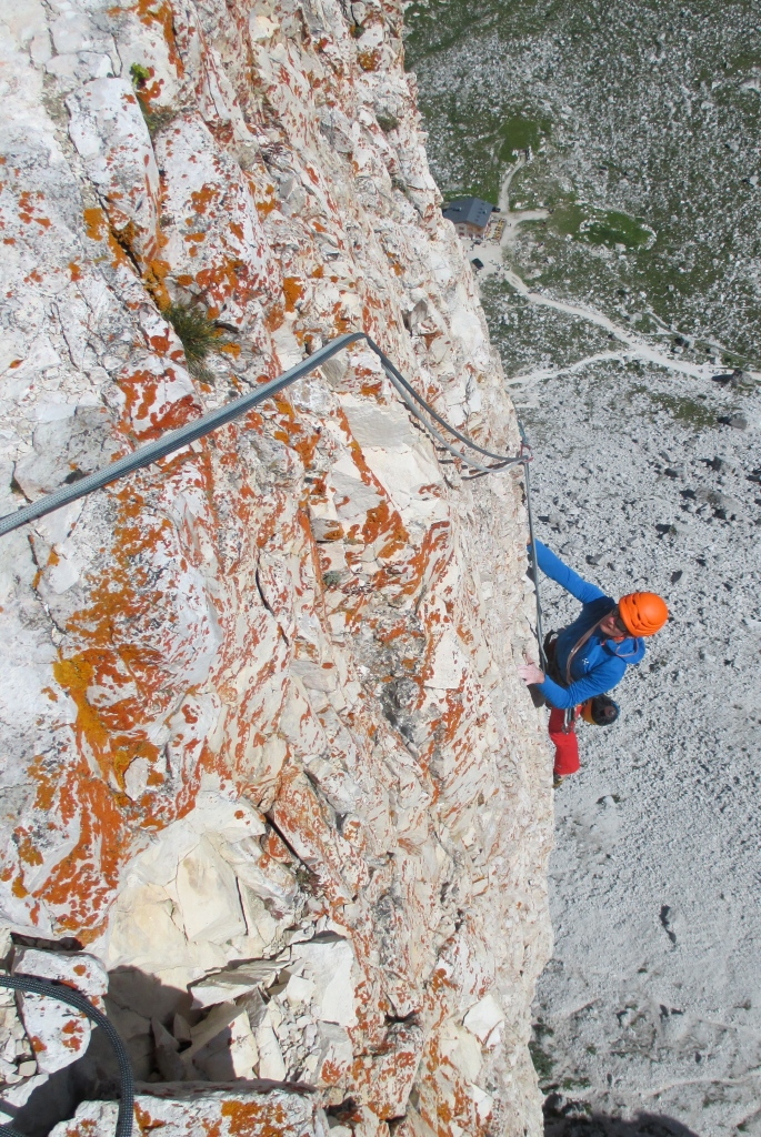Haglöfs LIM Power Dry Hood - great for multipitc rock climbing. Gelbe/Mauer, Dolomites.
